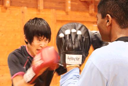 全国で初めてシュートボクシングを授業に